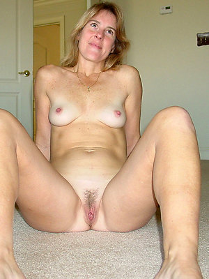naked mature amateur posing nude