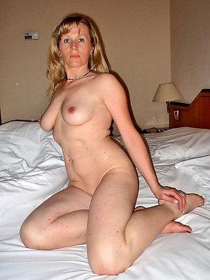 naughty starkers mature amateur women
