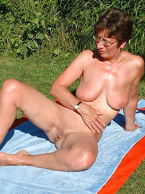 porn pics of mature beach tits
