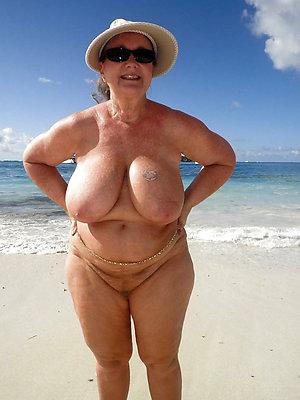 free pics of mature nude beach women