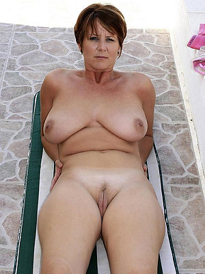 amateur mature chubby tits stripped