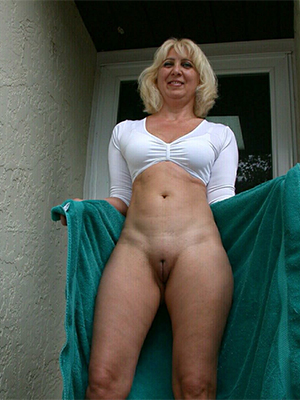 pulchritudinous mature blonde milf xxx