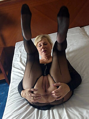 hot sexy grown-up pussy in nylons