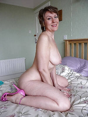 free hd mature in heels hot photo