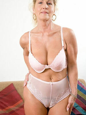 unconforming mature cameltoe pussy sex pics