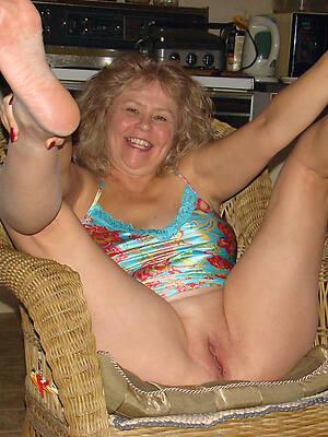 mature sexy feet posing nude