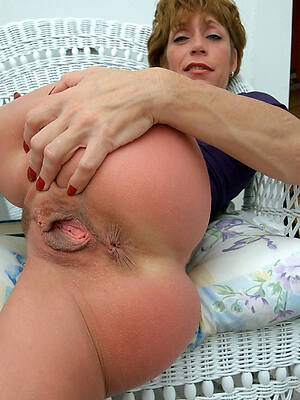 older mature vulva posing nude