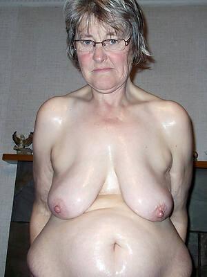 older mature pussy posing nude