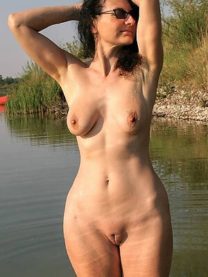 domineer alfresco mature porn pictures