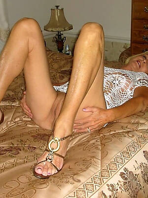 busty mature hot legs pic