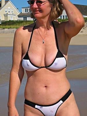 sexy mature bikini pics