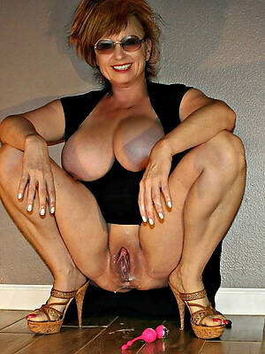 sexy mature tits posing nude