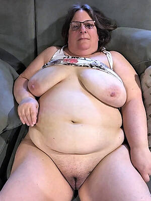 fat mature posing nude