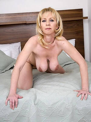 amazing natural mature saggy tits