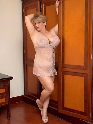 mature sexy ladies posing nude