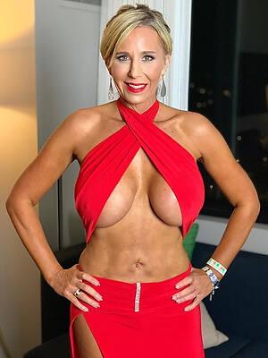 mature erotic ladies posing nude