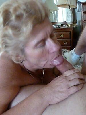 hot sexy mature gives blowjob