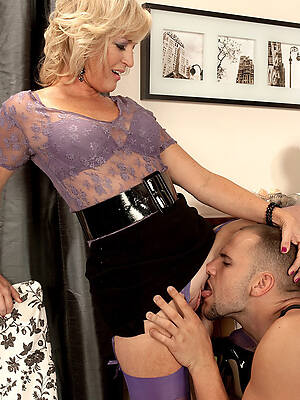 mature men eating pussy