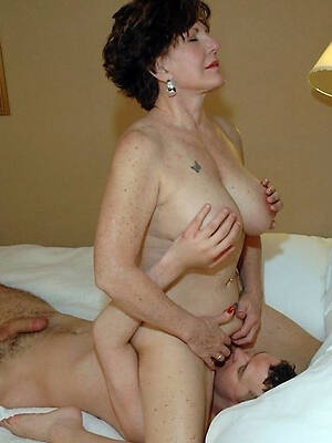 hot off colour bobtail eating adult pussy