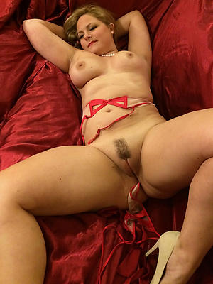 solo mature pussy stripped