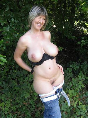 nude mature women stripped