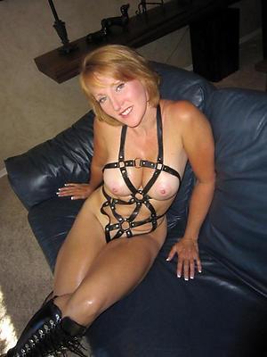 fantastic mature women masterbating