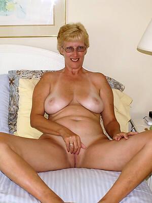 virgin european grown up body of men posing nude