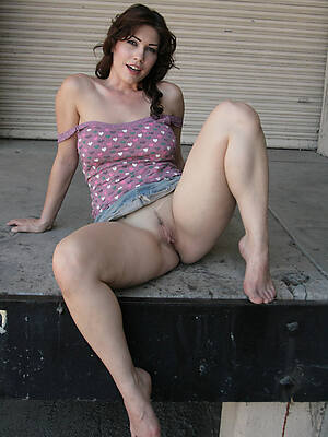 mature women with sexy legs love porn