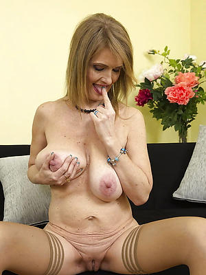 gorgeous sexy mature housewives