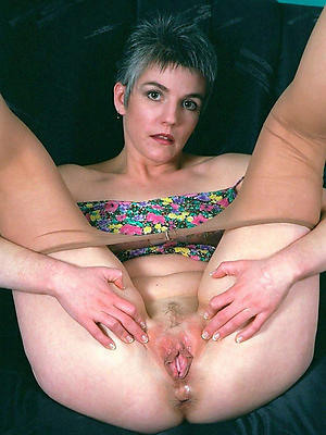 hairy cunt mature posing nude