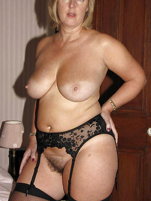 roasting mature moms posing nude