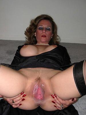 hotties horny mature moms