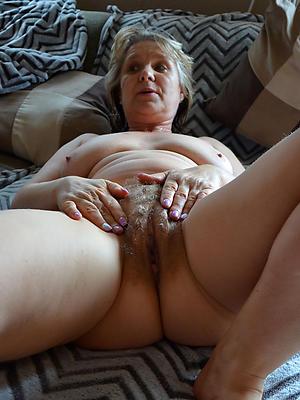 gorgeous mature milf masturbating