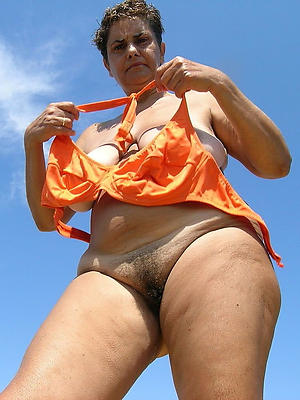 of age slut mom posing nude