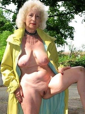 pulchritudinous matured blondes posing nude