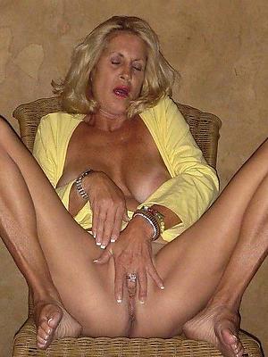 wonderful mature milf masturbating homemade pics