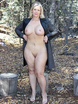 homemade mature wife outdoors posing bared