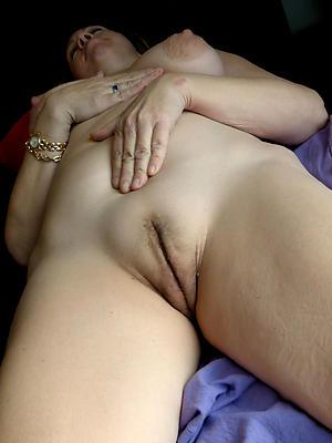 slutty mature vulva nude photos
