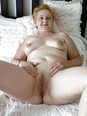 naughty mature vulvas porn pics
