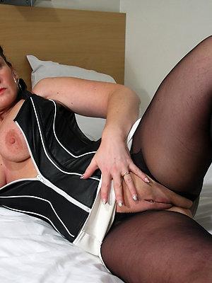 super-sexy nude adult brunette