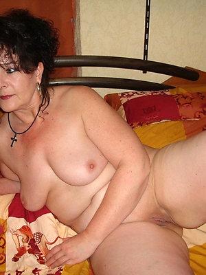 whorish brunette mature pussy