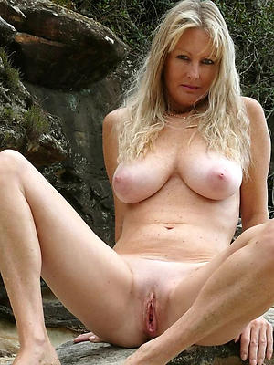 sexy natural mature woman pictures