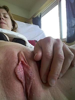mature sexy vulva posing nude