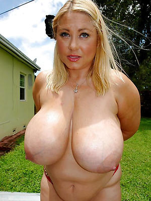 perfect mature tits posing nude