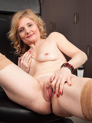 beauties wet mature pussies porn pics