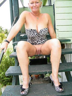 slutty mature upskirt pussy pics