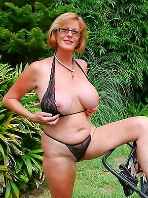 porn pics for outdoor mature nudes