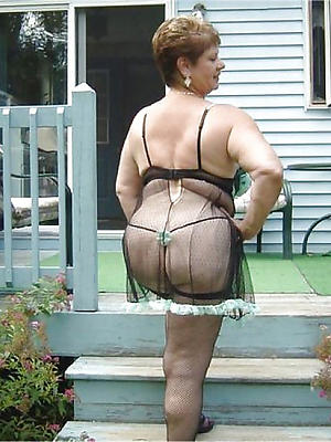 free chubby mature porn stripped