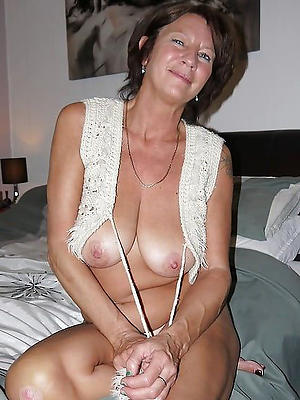 grown-up moms pussy stripped