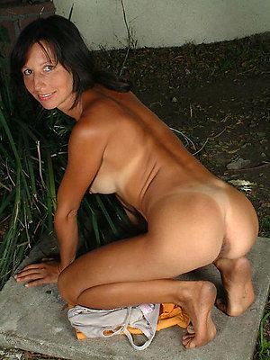 mature milf feet stripped